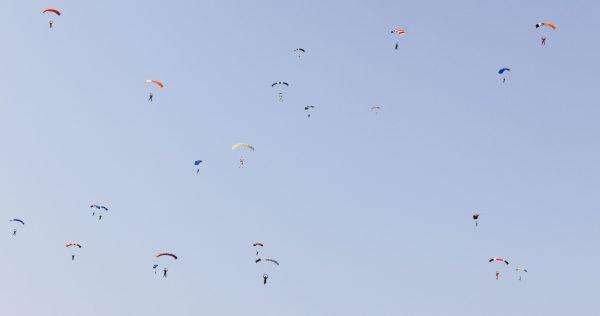 parachutes landing